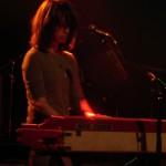 Keyboarderin Beth Murphy hatte ein paar Schwierigkeiten mit ihrem Gesang.
