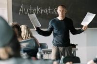 Das Experiment für Lehrer Rainer Wenger (Jürgen Vogel) gerät außer Kontrolle.
