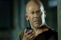 John McClane (Bruce Willis) muss es ganz allein mit einer Bande von Terroristen aufnehmen.