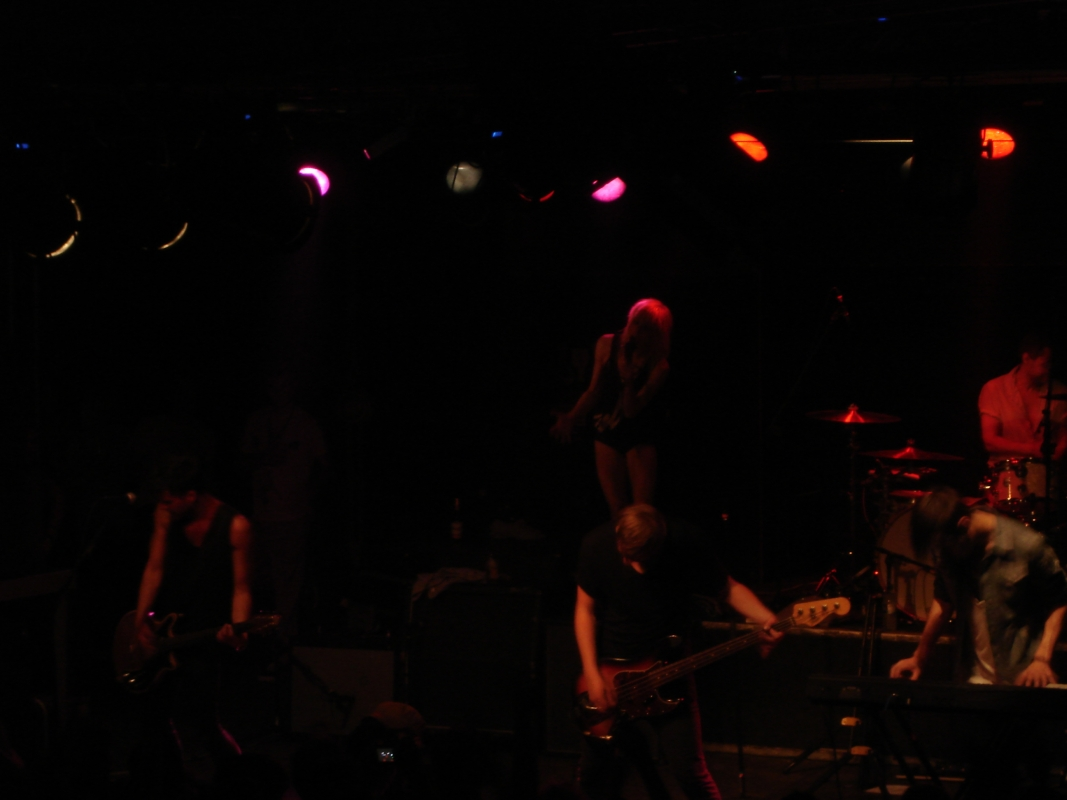 The Sounds begannen in Leipzig mit Dance With The Devil.