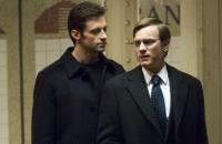Wyatt (Hugh Jackman, links) führt Jonathan (Ewan McGregor) in einen Sexclub ein.