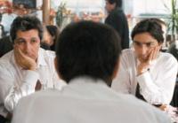 Georges (Alain Chabat, links) und Vincent (Yvan Attal, rechts) beneiden ihren Freund Fred um seine Frauengeschichten.