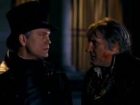 Inspektor Javert (John Malkovich, links) ist hinter Jean Valjean (Gérard Depardieu) her.