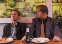 Mux (Jan Henrik Stahlberg, links) und Gerd (Fritz Roth) sind Straftätern auf der Spur.