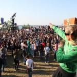 Beim Melt 2011 wurde sogar in den Umbaupausen weiter getanzt. Foto: Melt-Festival