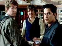 Josh (Derek Richardson, links) und Paxton (Jay Hernández) landen in einem Horror-Hostel.