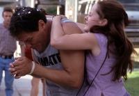 Rena (Jena Malone) trifft ihren Vater (Chris Mulkey) im Gefängnis.