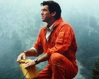 Harry Dalton (Pierce Brosnan) will die Menschen in Dante's Peak vor einem drohenden Vulkanausbruch warnen.