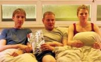 Andi (Andreas Schmidt, links), Frieder (Devid Striesow) und Hanna (Jördis Triebel) lernen sich durch einen Schicksalsschlag kennen.