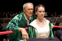 Frankie (Clint Eastwood) coacht Maggie (Hilary Swank) bei einem Boxkampf um eine Million Dollar.