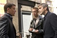Danny Ocean (George Clooney, rechts) und seine Gang müssen ihren letzten Coup diesmal noch übertreffen.