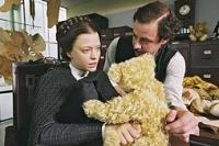 Mit Teddybären wird Margarete Steiff (Heike Makatsch) zur erfolgreichen Unternehmerin.