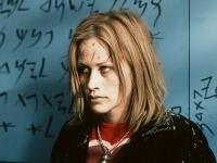 Frankie (Patricia Arquette) wird von rätselhaften Wunden gezeichnet.
