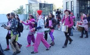 Ein bisschen Flashmob, ein bisschen Loveparade: Das ist dann wohl die neue Protestkultur.