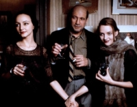 Anais (Maria de Medeiros, links) ist von Henry (Fred Ward) und June (Uma Thurman) gleichermaßen fasziniert.