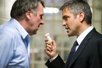 Michael Clayton (George Clooney, rechts) soll seinen Kollegen Arthur Edens (Tom Wilkinson) wieder zur Vernunft bringen.