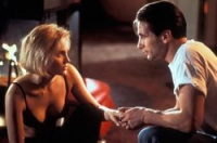 Carly (Sharon Stone) weiß nicht, was sie von ihrem neuen Vermieter Zeke (William Baldwin) halten soll.
