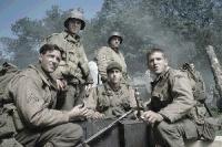 Alle für einen: Eine Gruppe von US-Soldaten soll einen Kameraden von der Front wegholen.