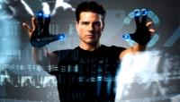 John Anderton (Tom Cruise) verhindert Morde - und gerät dann selbst unter Mordverdacht.