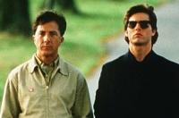 Charlie (Tom Cruise, rechts) und Raymond (Dustin Hoffman) sind ungleich Brüder, finden aber zueinander.
