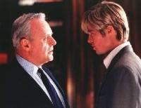 Joe Black (Brad Pitt, rechts) stellt das Leben von William Parrish (Anthony Hopkins) auf den Kopf.