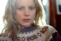 Heidi (Abbie Cornish) will sich in einer fremden Stadt durchschlagen.