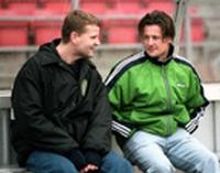 Jörgen (Peter Gantzler, links) lernt Italienisch bei Hal-Finn (Lars Kaalund).