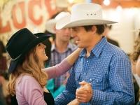 Paul (Hugh Grant) will Meryl (Sarah Jessica Parker) wieder für sich gewinnen.