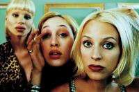 Lisa (Lisa Großmann), Tanja (Tanja Petrovsky) und Vivian (Vivian Bartsch) vertrauen fast nur dem Spiegel.