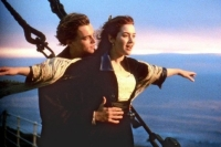 Rose (Kate Winslet) verliebt sich an Bord der Titanic in Jack (Leonardo Di Caprio).
