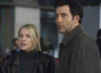 Louis Salinger (Clive Owen) und Eleanor Whitman (Naomi Watts) sind den kriminellen Geschäften einer Bank auf der Spur.