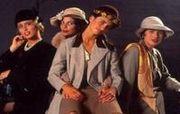 Die vier Töchter von Don Manolo verdrehen Fernando den Kopf.