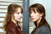 Lola (Christa Theret) und ihre Mutter Anne (Sophie Marceau) liegen im Clinch.