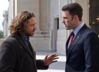 Cal (Russell Crowe, links) soll seinem alten Freund Stephen (Ben Affleck) aus der Patsche helfen.