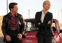 Stella (Charlize Theron) will gemeinsam mit Chalie (Mark Wahlberg) den Tod ihres Vaters rächen.