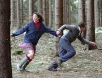 Marie (Halina Reijn) und Jacob (Jacob Derwig) werden im Wald ausgesetzt.
