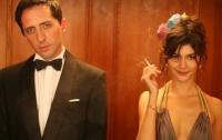 Irène (Audrey Tautou) hält den Kellner Jean (Gad Elmaleh) für einen reichen Hotelgast.