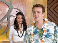 Peter (Jason Segel) will sich mit Rachel (Mila Kunis) von seiner Ex ablenken.