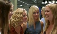Kate (Marley Shelton, Zweite von rechts) und ihre Freundinnen werden von einem Killer bedroht.