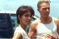 Leticia (Halle Berry) ahnt nicht, dass Hank (Billy Bob Thornton) der Henker ihres Mannes ist.