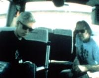 Regisseur Jim Jarmusch (links) begleitet Neil Young (rechts) und seine Band auf Tour.