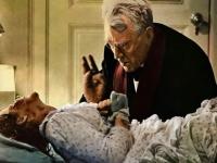 Pater Merrin (Max von Sydow) will das Böse aus Regan (Linda Blair) austreiben.