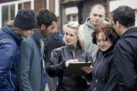 Angie (Kierston Wareing) vermittelt Jobs an Einwanderer.