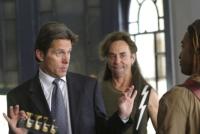 Izzy (David Jensen) will Jerry (Gary Cole, links) zu einem Comeback als Rockstar überreden.