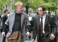 Sandy (Phillip Seymour Hoffman, links) bert seinen Freund Reuben (Ben Stiller) ungefragt in Liebesdingen.