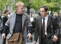 Sandy (Phillip Seymour Hoffman, links) berät seinen Freund Reuben (Ben Stiller) ungefragt in Liebesdingen.