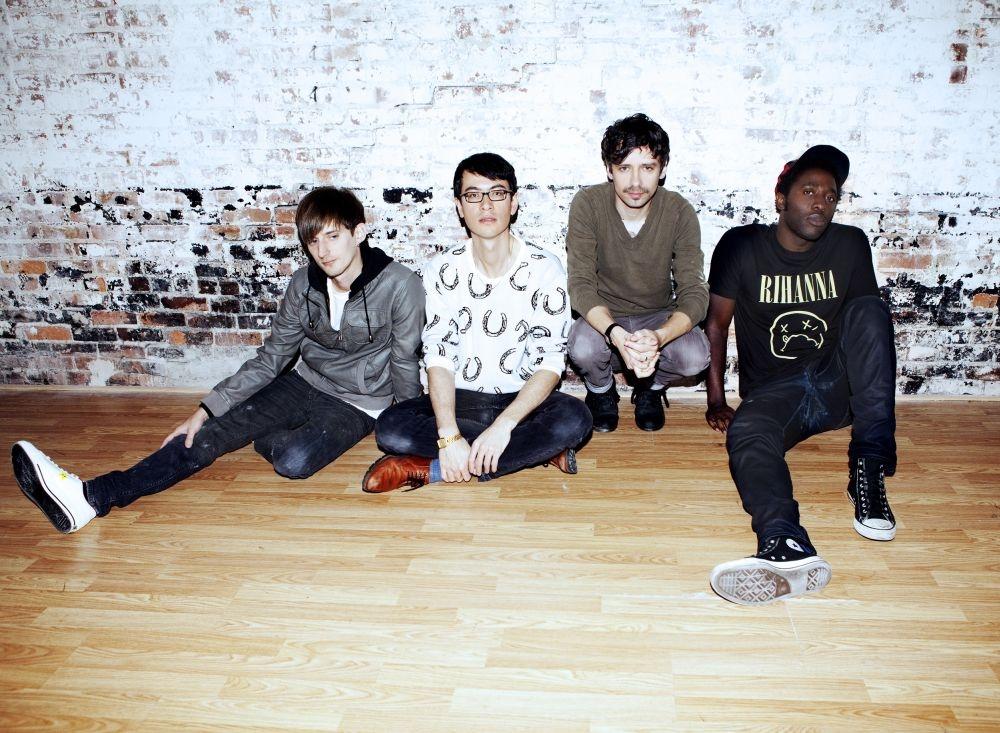 Die Soloprojekte haben Bloc Party (von links: Russell Lissack, Matt Tong, Gordon Moakes, Kele Okereke) gestärkt, glaubt die Band. Foto: verstaerker.com