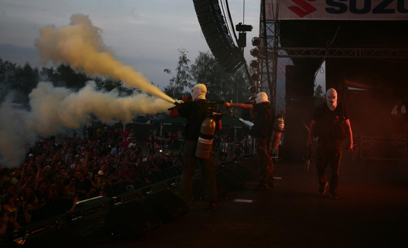 KIZ wollten offensichtlich erst einmal ihre eigenen Fans desinfizieren. Foto: FKP Scorpio/Bernd Zahn