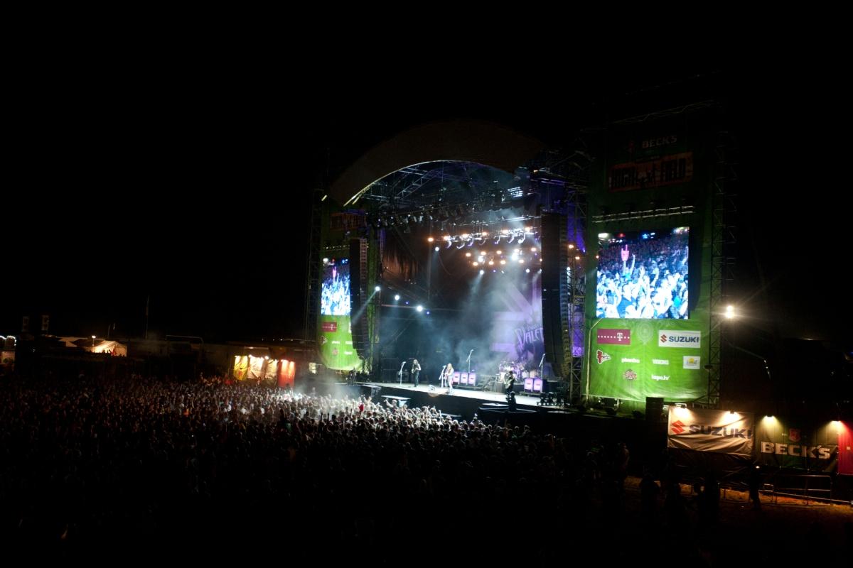 Diesmal gab es nur zwei Bühnen beim Highfield. Insgesamt 43 Bands tobten sich darauf an drei Tagen aus. Foto: FKP Scorpio/Bernd Zahn