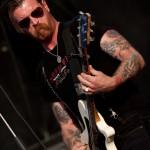 Frontmann Jesse Hughes demonstrierte sehr Eindrucksvoll die Verkörperung von RockNRoll. Foto: FKP Scorpio/Christoph Eisenmenger